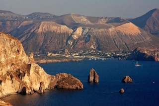 EXCURSIONS PACKAGE 2012 - EXPLORING THE AEOLIAN ISLANDS